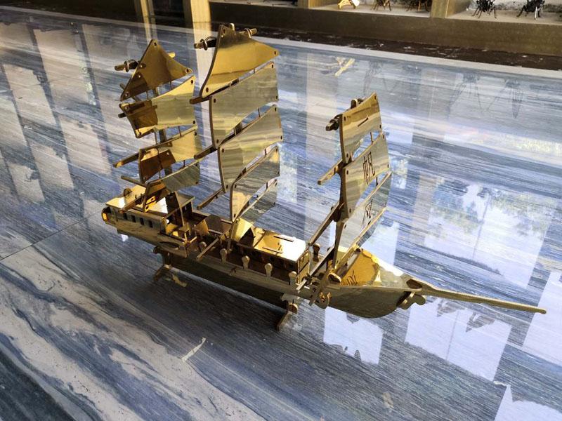 Golden mirror stainless steel sheet art